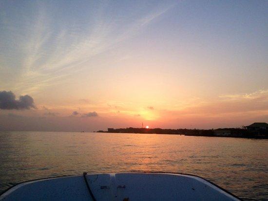 Coralina Island : Amanecer salida a pescar