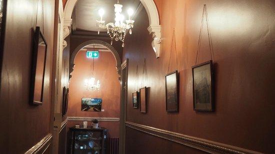 Mount Victoria Manor: Main hallway