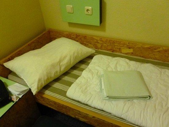 Jugendherberge Pathpoint Cologne: Roupa de cama limpa, mas você faz sua cama