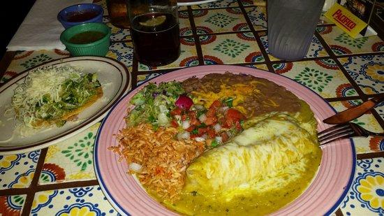 Rancho de Tia Rosa: Green corn tamale plate