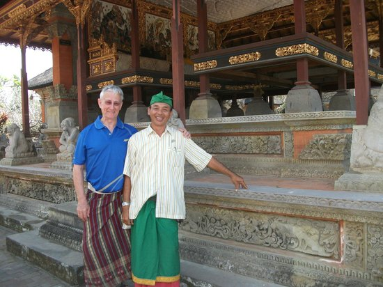 Tour East Indonesia: Temple visit