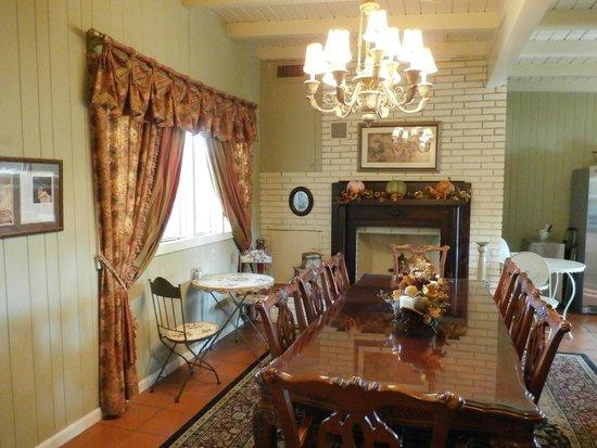 Inn on the Creek: Dining room
