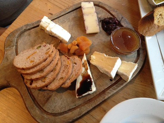 La Bicyclette: Cheese platter
