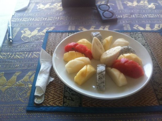 Queen Na Guest House : fruit plate