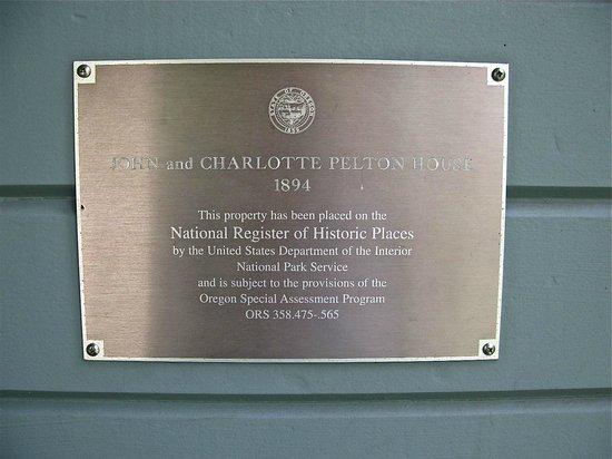 Pelton Guest House: historical plaque beside the front door