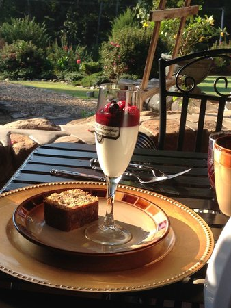 Hilltop Manor Bed & Breakfast: Breakfast, very good!!!!