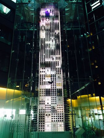Radisson Blu Hotel, Zurich Airport: Wine tower