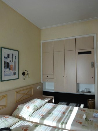 Jason Inn : habitacion con frigobar