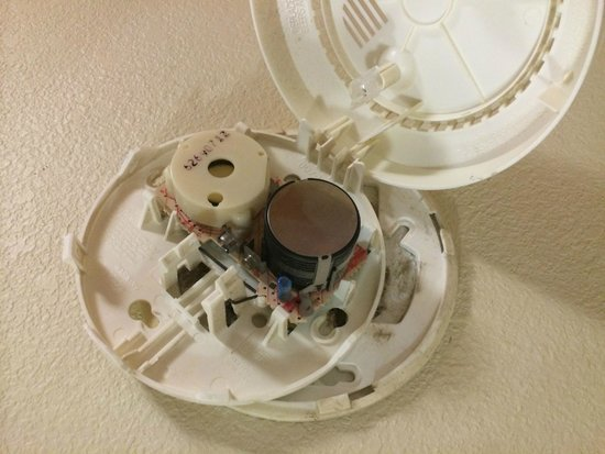 Motel 6 Roswell: Unfunctional Smoke Alarm