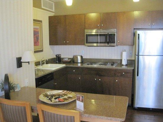 Gainey Suites Hotel: Full kitchen