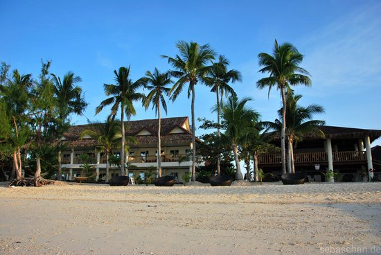 Ocean Vida Beach & Dive Resort: The hotel at sunrise