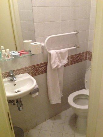 Hotel Domus Maria: toilet