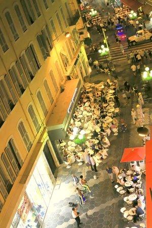 Hotel Solara : Пешеходная улица в вечерние часы
