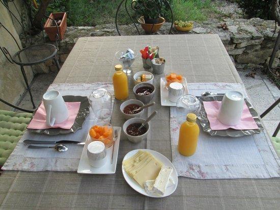 Mas de la Romane : petit déjeuner