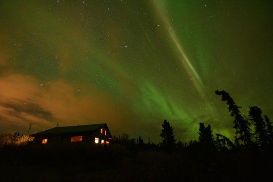 Aurora Borealis Lodge: The Aurora over the main lodge first night
