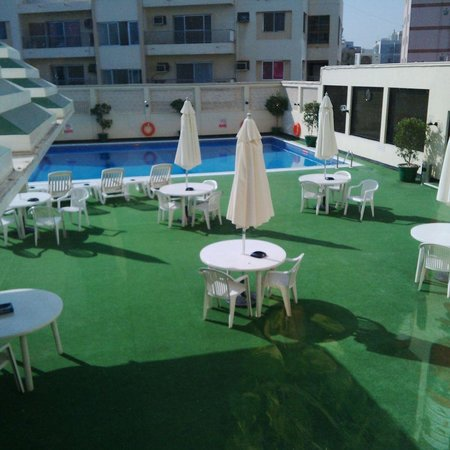 swimming pool - Picture of Ramada by Wyndham Bahrain, Manama