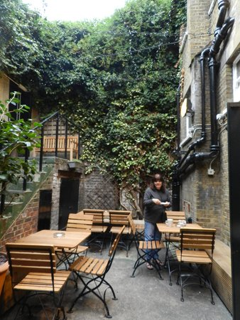 The Champion, Notting Hill: Lower Level Private Outdoor Garden Area