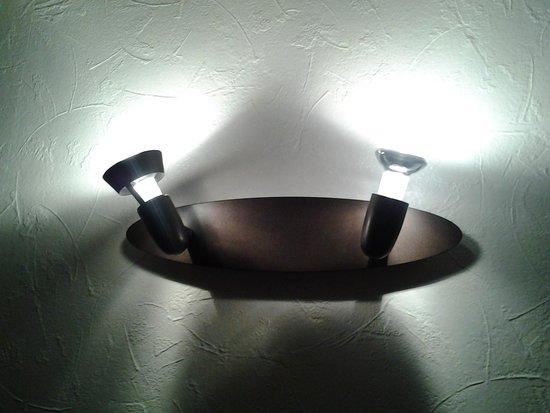 spot au dessus du lit cass picture of l 39 oree des. Black Bedroom Furniture Sets. Home Design Ideas