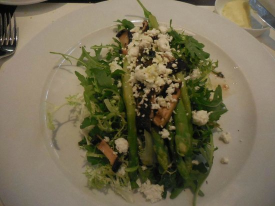 Market by Jean-Georges : Salad with Asparagus and Blue Cheese, wonderful
