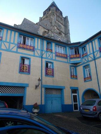 Hotel de Calais : Car park