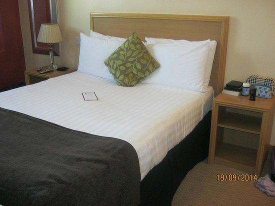 Antoinette Hotel Wimbledon: room 307