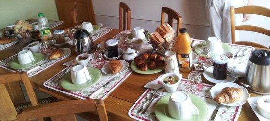 La table du petit d jeuner picture of au temps des - Table de petit dejeuner au lit ...