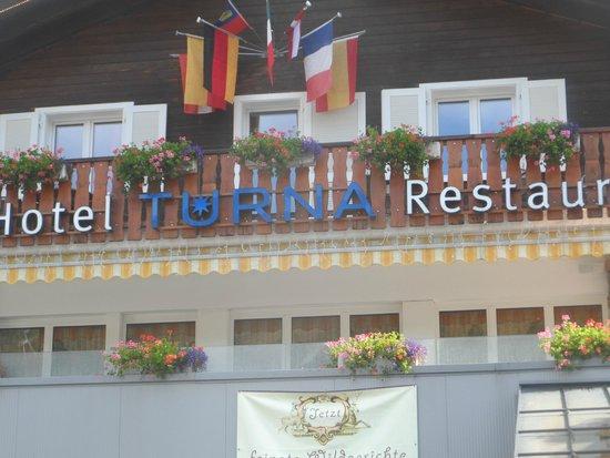 Hotel Turna: Face de l'hôtel