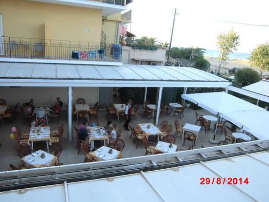 Three Brothers Hotel: view of restaurant fro hotel balcony