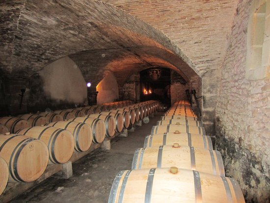 Provence and Wine : Chateauneuf du Pape cellar