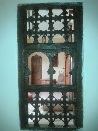Riad El Youssoufi : galería tras la ventana
