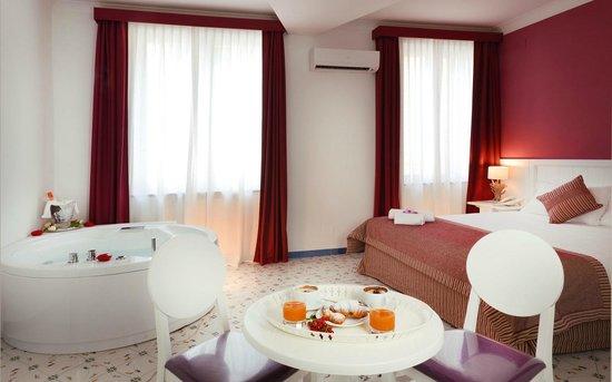 hotel giugliano con vasca idromassaggio : Junior suite con vasca idromassaggio foto di cala moresca ...