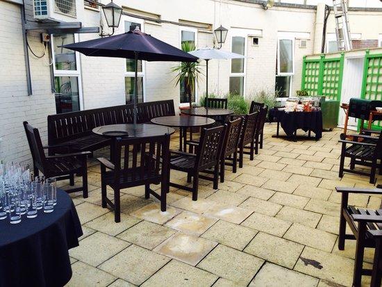 Holiday Inn London - Heathrow Ariel : Hotel garden