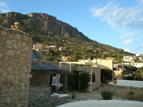 Koutsounari Traditional Cottages : view on mountain behind the cottages