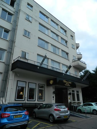 The Queens Hotel: Front of Hotel