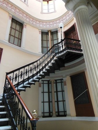Hostal Oliva: Foyer, looking up
