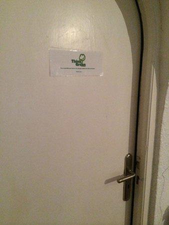 Villa Ilias Caldera Hotel : bathroom door doesn't shut