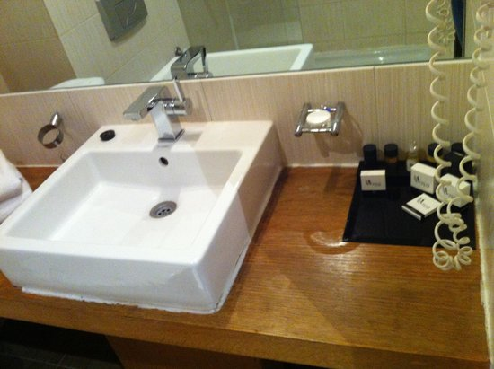 Pasha Hotel: Pic of the bathroom