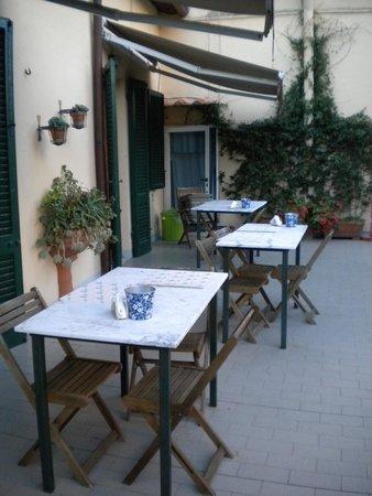 B&B Borgo Largo 51 : Terrace for breakfast