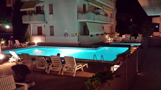 Hotel Holiday Club : piscina