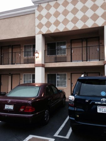 BEST WESTERN Woodland Hills Inn: Rooms inside of Courtyard