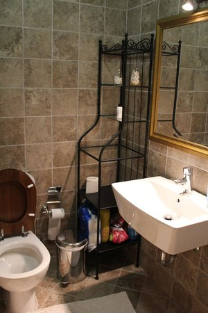 Veggie Garden Athens B&B: Bathroom