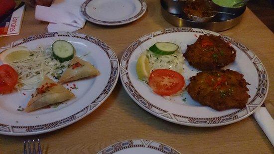 Indian Express. West Kensington: Samosas y Onion Baji