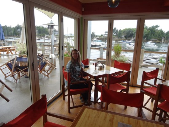 Southport, ME: Our table in the corner with fabulous view of the harbor