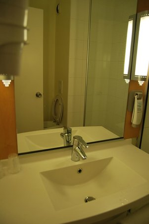 Hotel Ibis Epernay Centre Ville: Bagno