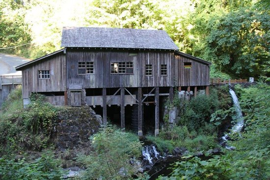 Lewis River Bed and Breakfast: the watermill nearby