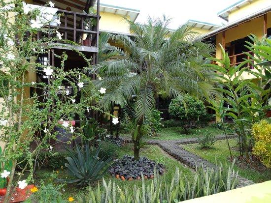 La Casa de las Flores Hotel: Bellos jardines