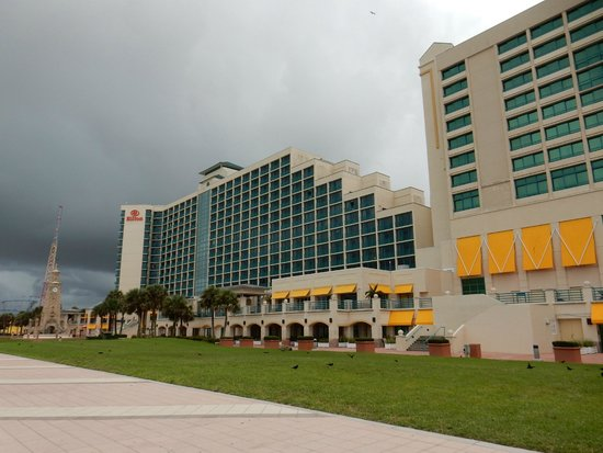 Hilton Daytona Beach Oceanfront Resort: Hilton Oceanwalk from the north beach
