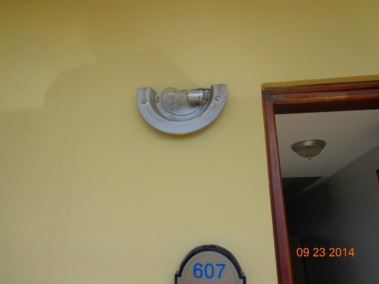 Ramada Belize City Princess Hotel: roken light