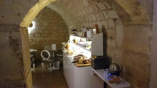 Hotel Chavanel: 軽い朝食は地下1階