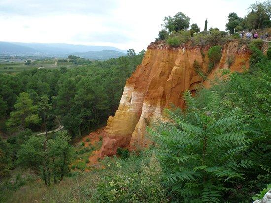 Les Terrasses du Luberon : Roussillon nearby